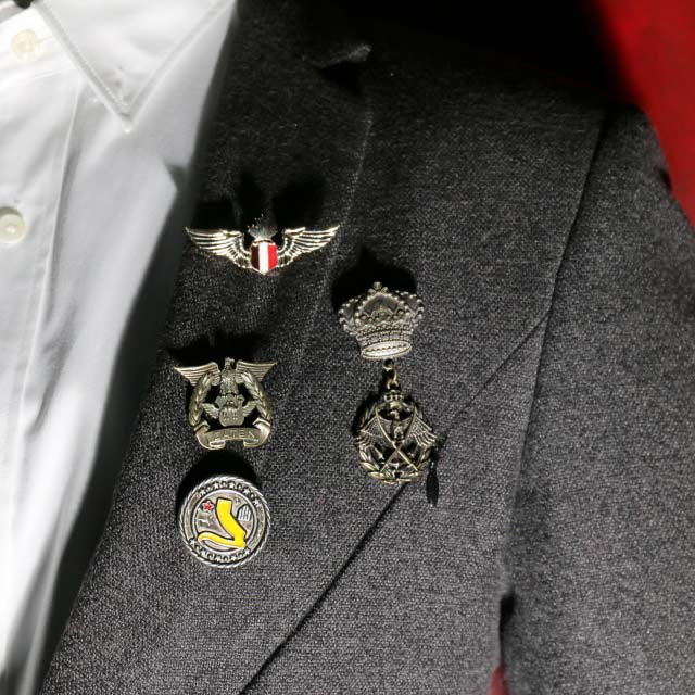 How to Choose Right Lapel Pins Wear on Your Tuxedo or Suit?